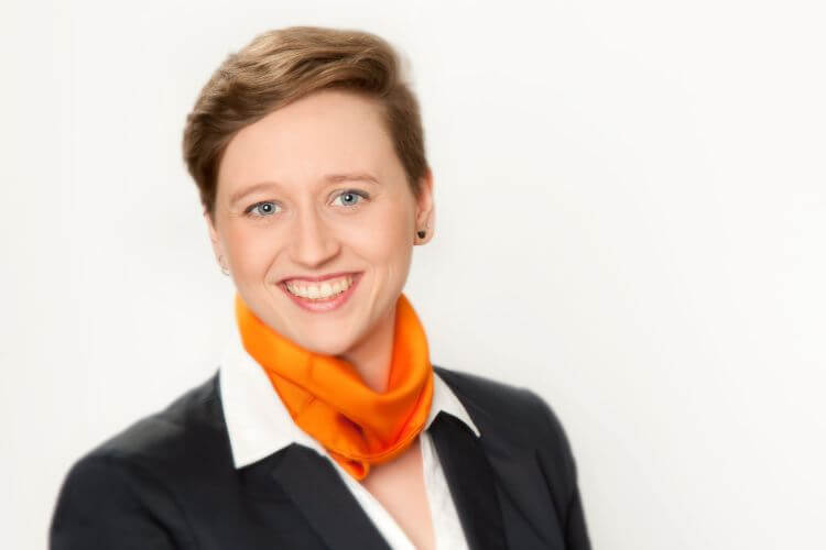 Martina Frankl: Augenoptikmeisterin, Intraoperatives Patientenmanagement,  OP-Assistenz, Laser Applikationstechnik